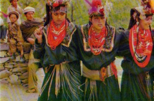 Пакистан. Женщины Калаши в традиционных одеждах Танец 2012