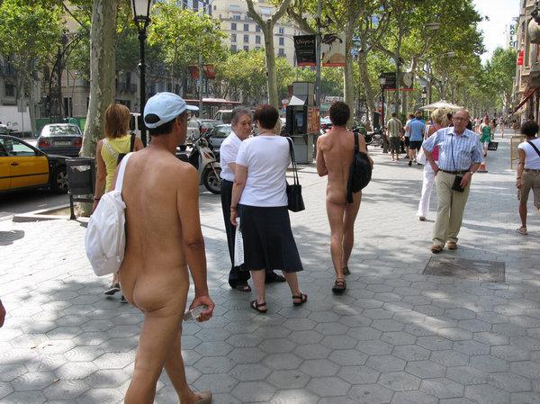 Превью В Испании нудистам запретили.