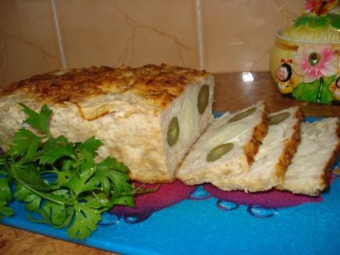Запеченый паштет из курицы с солеными огурцами и яйцами