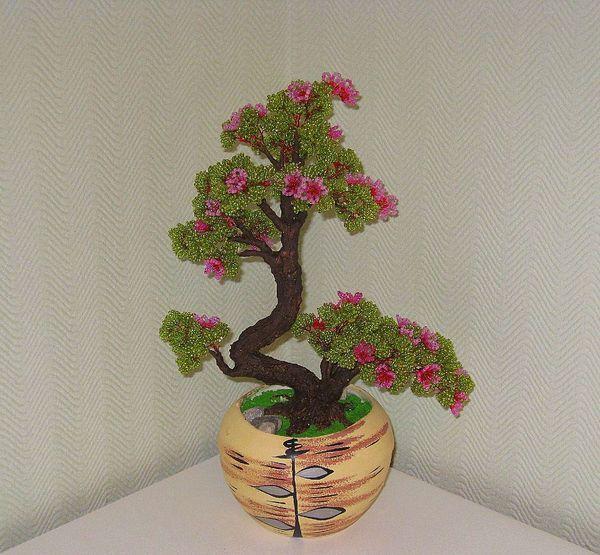 Деревья и цветы из бисера.