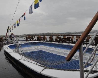 Плавающий отель пришвартовался в Ялте