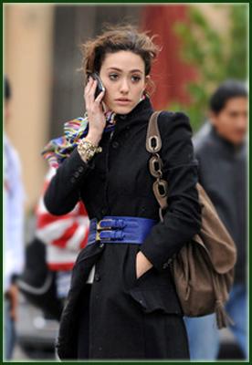 Кики звонит по телефону
