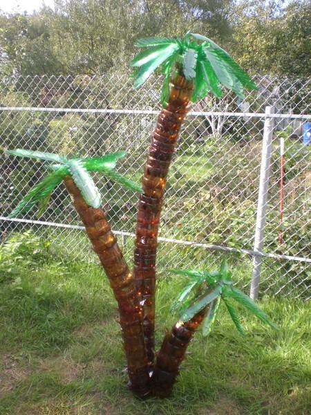 Сделать пальма из пластиковых бутылок.