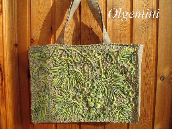 ...летние сумки, сшитые из льна и украшенные вязаным наборным кружевом.
