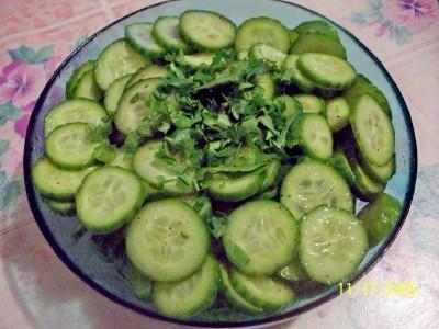 Какой салат приготовить из огурцов помидоров и перца