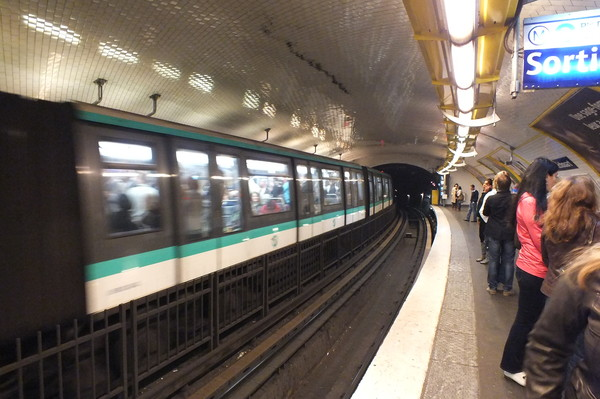 Секс в переполненном вагоне метро поздно ночью фото 706-582