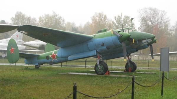 Ту-2, также известный как АНТ-58 и 103, (по кодификации НАТО Bat
