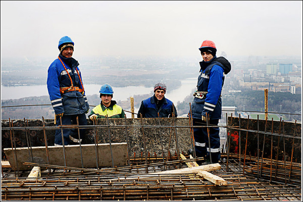 фотосъемка на высоте без поз. Бригада строителей.