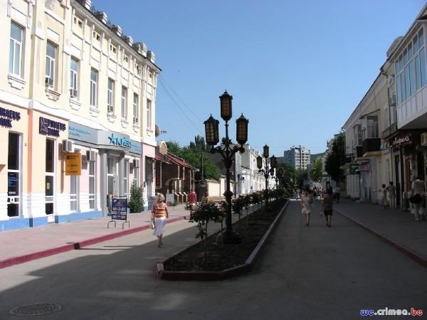 Велопоход по восточному Крыму - фотоотчет - центральная улица Феодосии