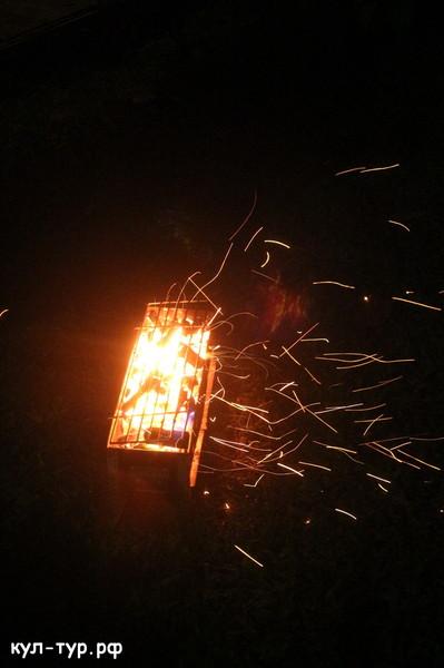 горящий мангал