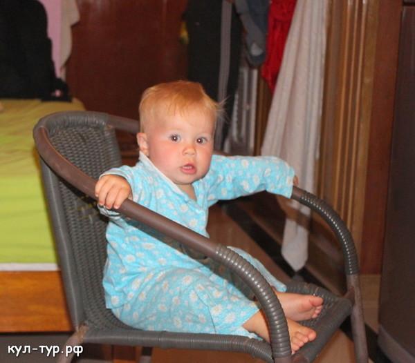 ребёнок в пижаме