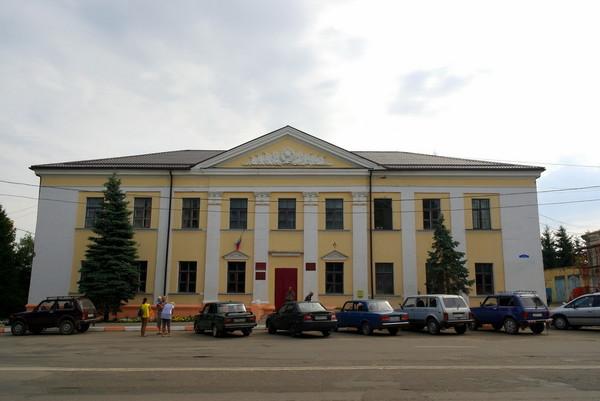 старое здание в городе Сухиничи