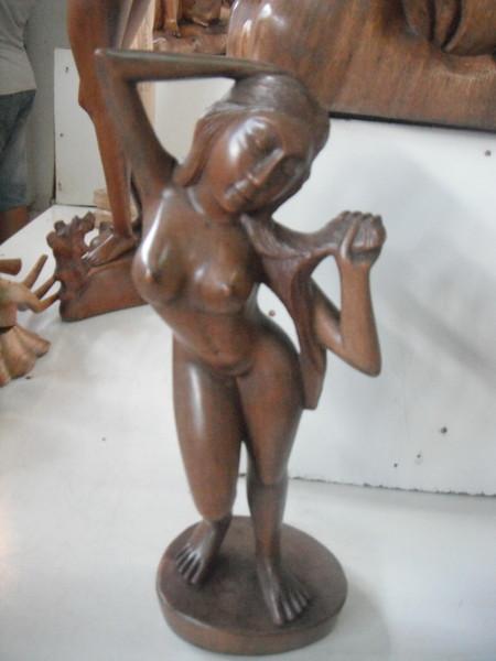 статуэтка из дерева