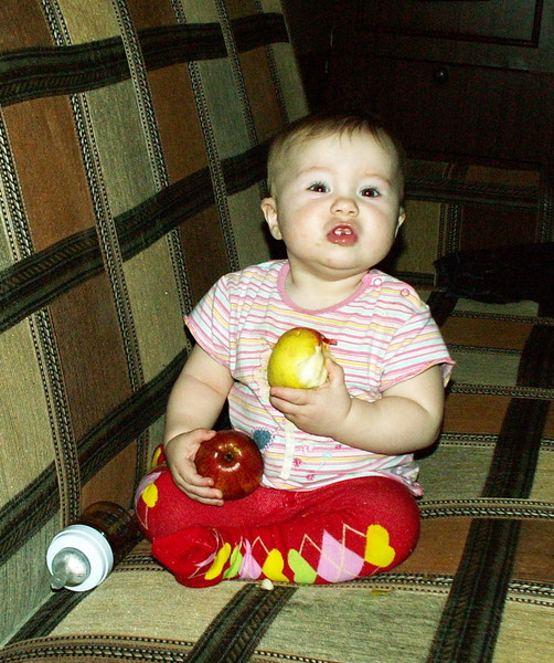 яблоко для ребёнка