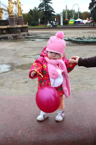 с ребёнком гуляем осенью