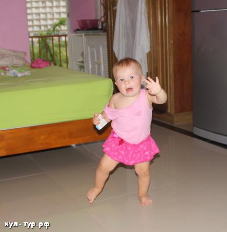 ребёнок сам ходит