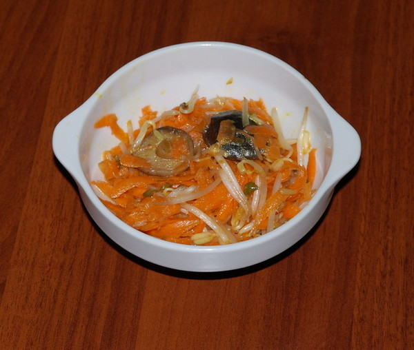 Морковка по корейски с грибами шитаки и ростками
