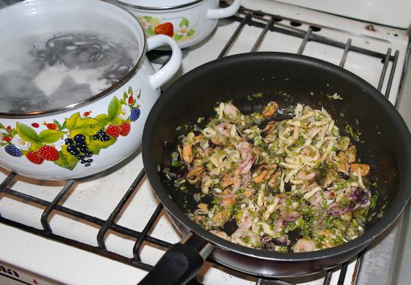 Паста с маринованными морепродуктами