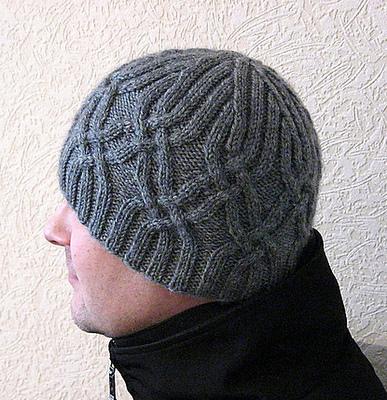 Серая мужская шапка с