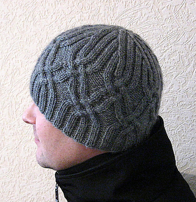 Пуловер и шапка с косами