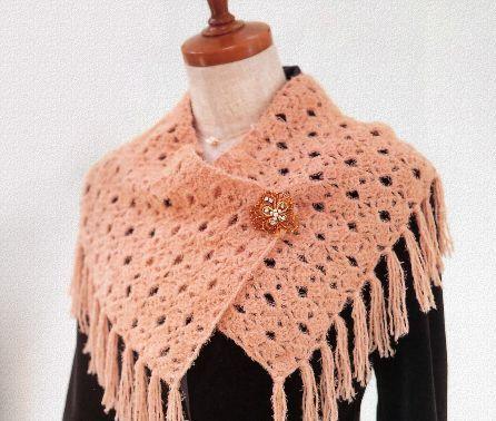 Оригинальный шарф с бахромой.