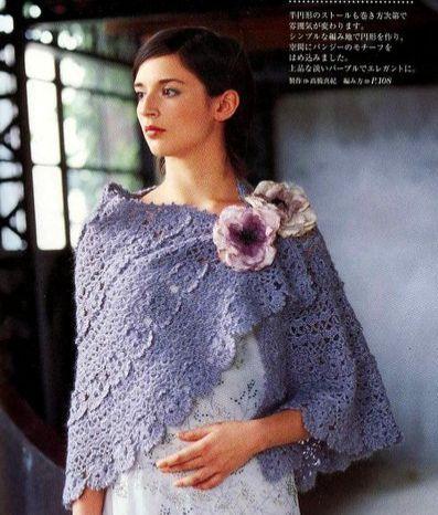 Накидка - шаль с цветочными элементами.