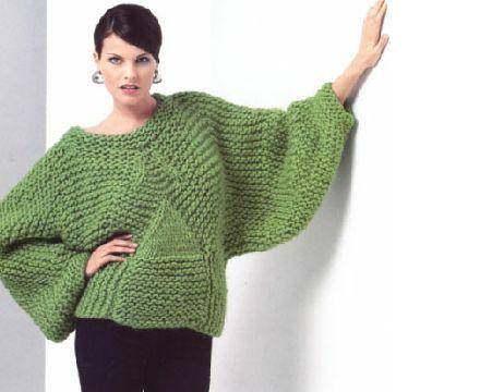 Зелёный свитер вязаный спицами