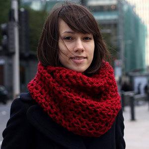 Модели вязаных шарфов крючком, на спицах и на вилке.  Описания и схемы вязания модных шарфов - шарф-хомут, шарф-снуд...
