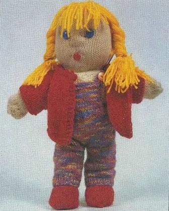 Вязаная кукла в сарафане