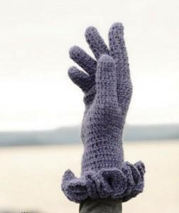 Перчатки можно вязать двумя способами - по кругу или по вертикали.  На рисунке представлены светлые перчатки с мелким...