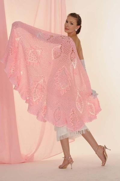 Розовая шаль с необычной