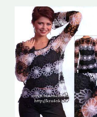 Черно-белый пуловер, связанный на вилке.