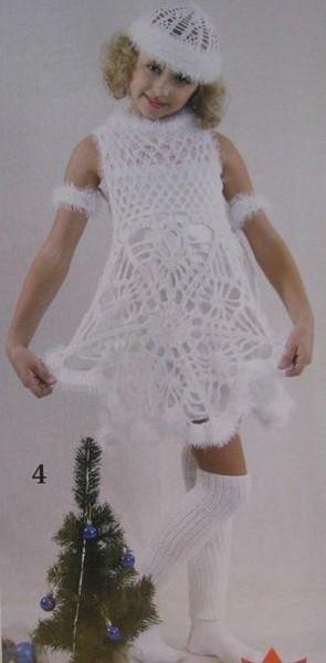 1135. Добавил.  Яло.  Белый новогодний костюм для девочки, связанный крючком.