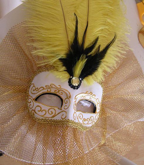 вышить крестиком карнавальную маску