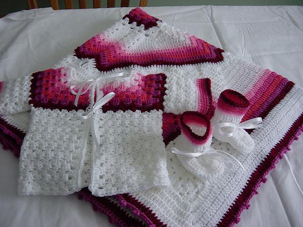 Пледы и одежда для малышей