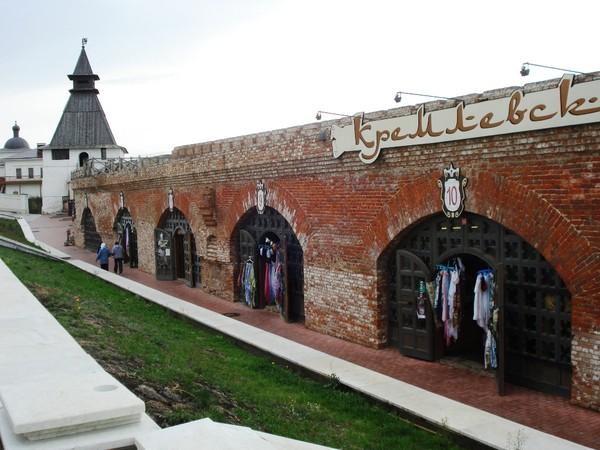 Стены Казанского Кремля.Бывшие «печуры» с амбразурами для пушек (см.описание)
