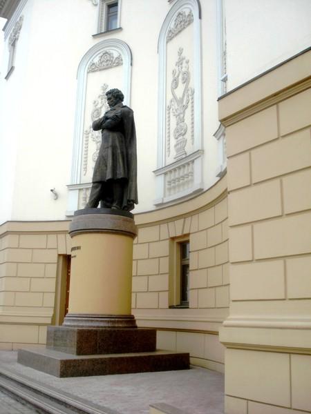 Казань.Памятник Пушкину у театра оперы и балета