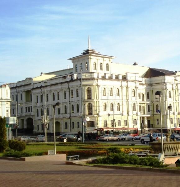 вид от театра оперы и б. на ул.Пушкина и Горького