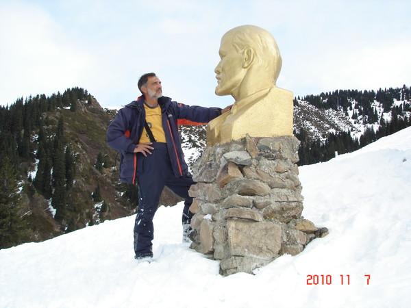 """Фото Вот где встретились """"Я и Ленин"""" высота 2365м."""