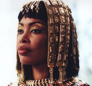 Клеопатра не красавица, но и не дура набитая!