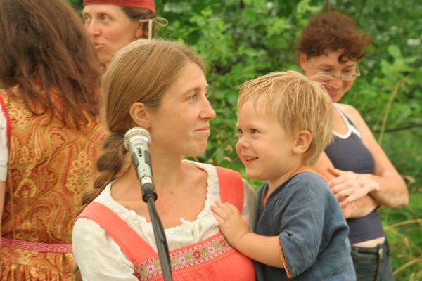 http://content.foto.mail.ru/mail/rodovoe/festival2011/i-2895.jpg