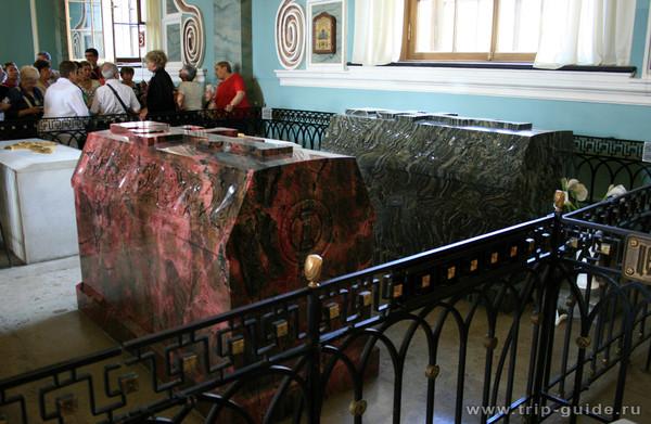 Петропавловский собор, захоронения Александра II и его жены Марии Александровны.  Сравниваем.