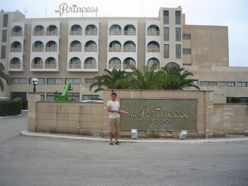 Въезд в отель The Princess 4*