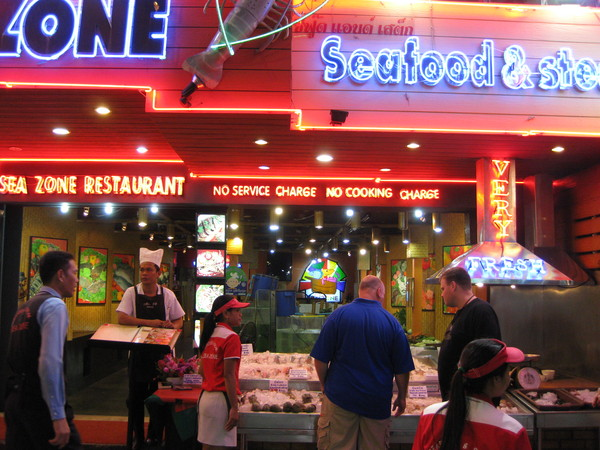Паттайя. Рыбный ресторан на Walking street.