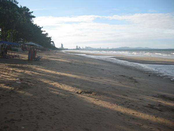 Паттайя. Отлив на пляже Джомтьен.