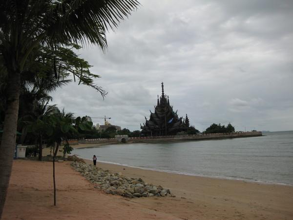 Паттайя. Пляж в Северном районе. Вид из Garden Sea View Resort & SPA.