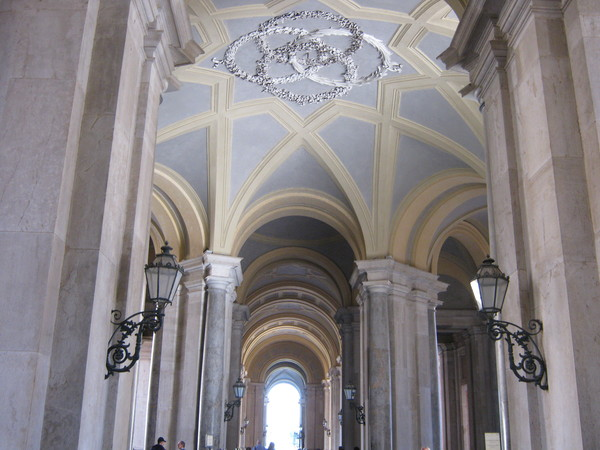 Казерта–королевский дворец, вестибюль