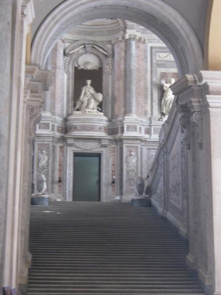 лестница из монолита. Казерта–королевский дворец