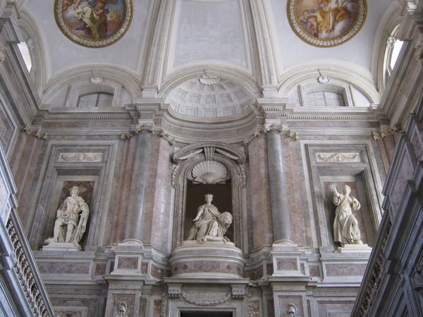 дворец неаполитанских королей в Казерте