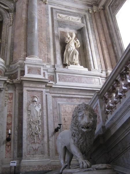лев скульпторов Пиетро Солари и Паоло Перзико